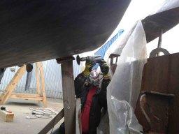 Die üblichen schweißtreibenden Frühjahrstätigkeiten eines Segelschiff-Besitzers