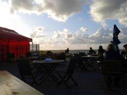 Konzert am sturmumbrausten Strand in Dirhami
