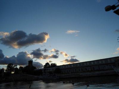 wolkenloser Himmel und eine knallige Sonne